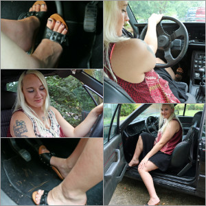 Picture Set: Kamilla in the Renault